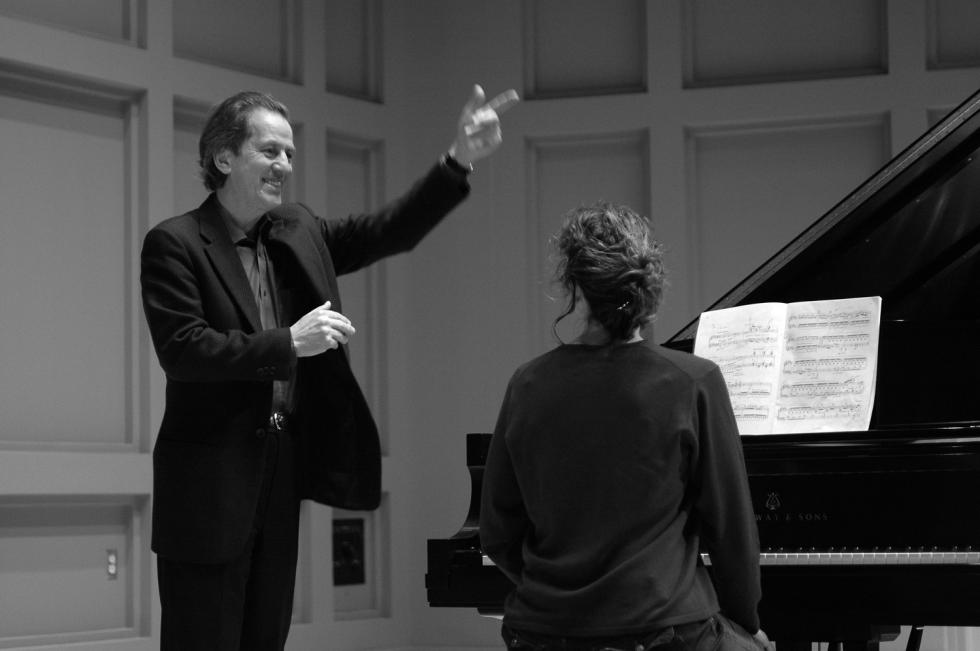 Andreas Klein orchestrating pianist.