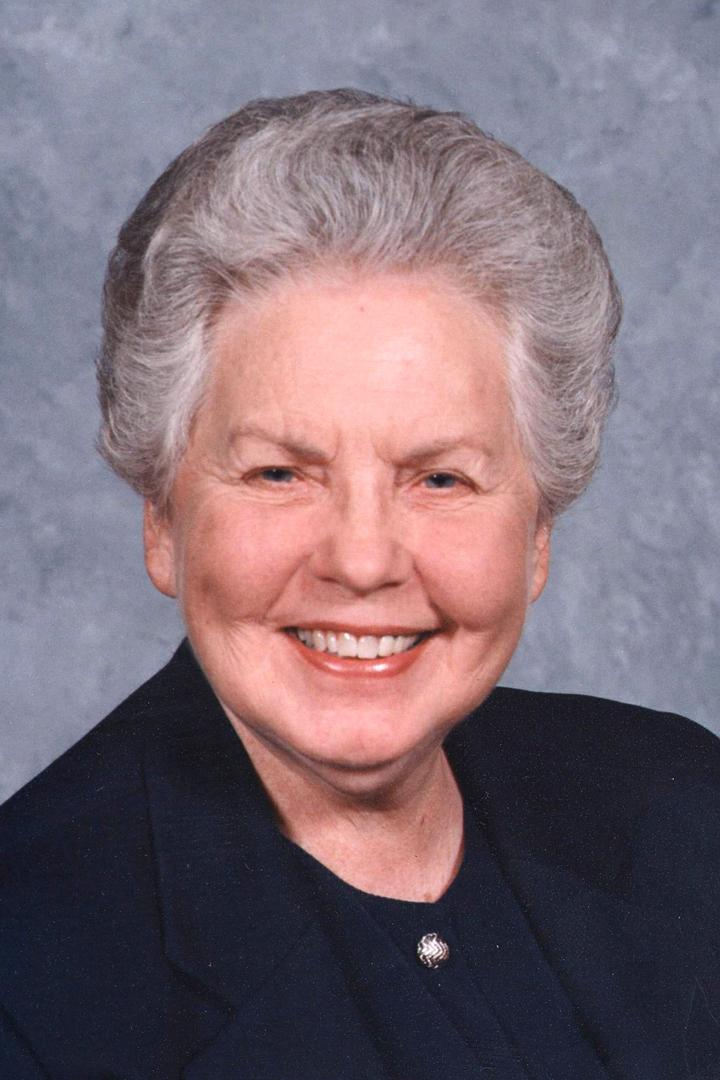 Head shot of Betty Burns