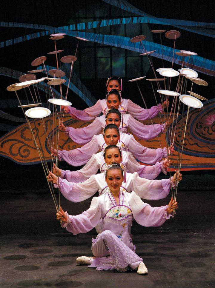 Chinese Acrobats Bring Wonder to USAO Stage