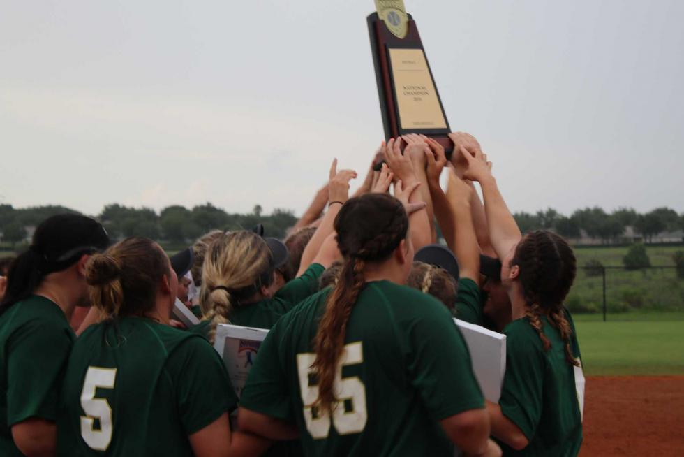 Drovers win NAIA Softball World Series to close out record-breaking season